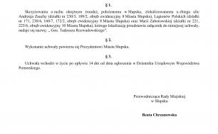 Na zdjęciu widzimy treść Uchwały nr XXVIII/456/21, podpisanej przez Beatę Chrzanowską Przewodniczącą Rady Miejskiej w Słupsku wprowadzającą nazwę ronda jak w treści niniejszego artykułu