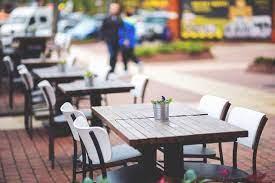 ogródki gastronomiczne na ulicy